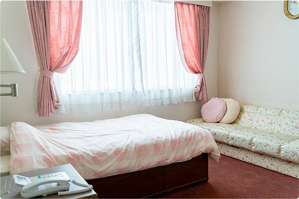 プライベートが守られる完全個室な母子同室病室